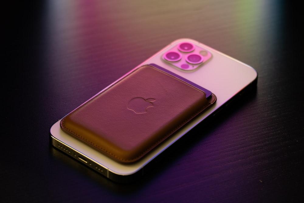 iPhone 12 Pro med MagSafe creditcort holder - 2021